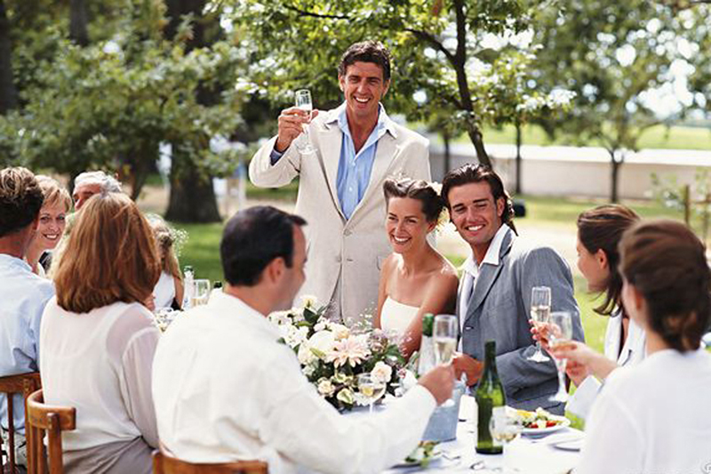kakoj-tost-skazat-na-svadbe